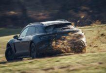 Porsche Taycan Cross Turismo på drift