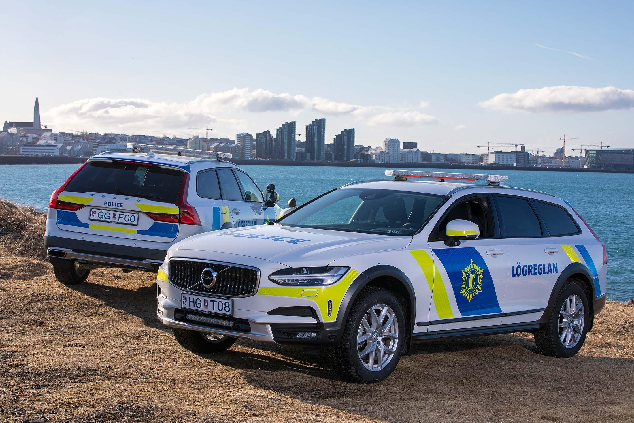 isländska polisbilar i Reykjavik