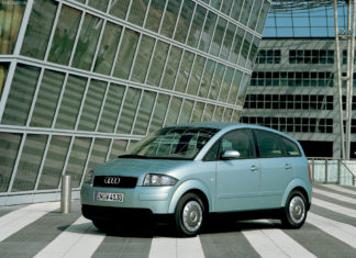 Grå Audi A2 snett framifrån