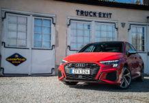 Audi S3 framifrån garage